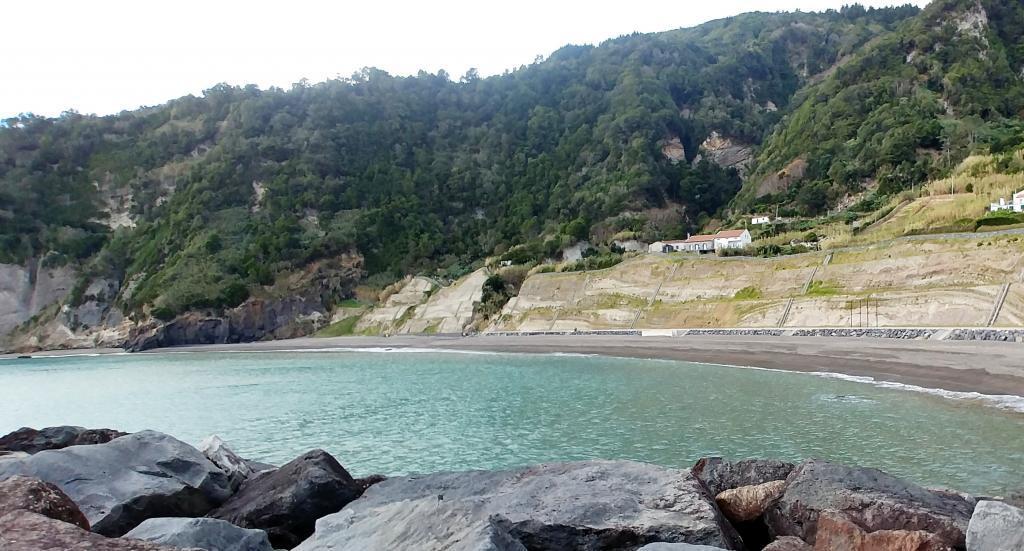 Ribeira Quente - der Strand zum Spielen
