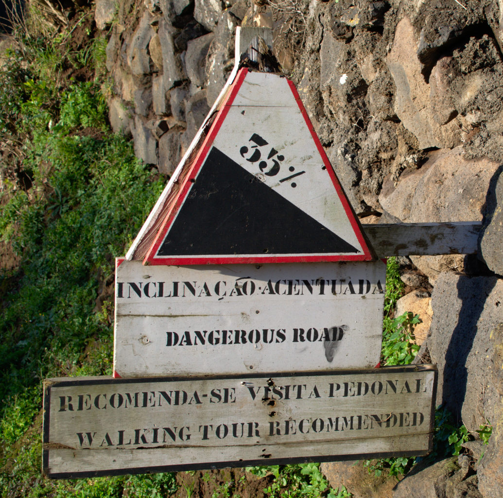 """This sign on the way to the """"Farol Ponta do Arnel"""" should definitely be taken seriously."""