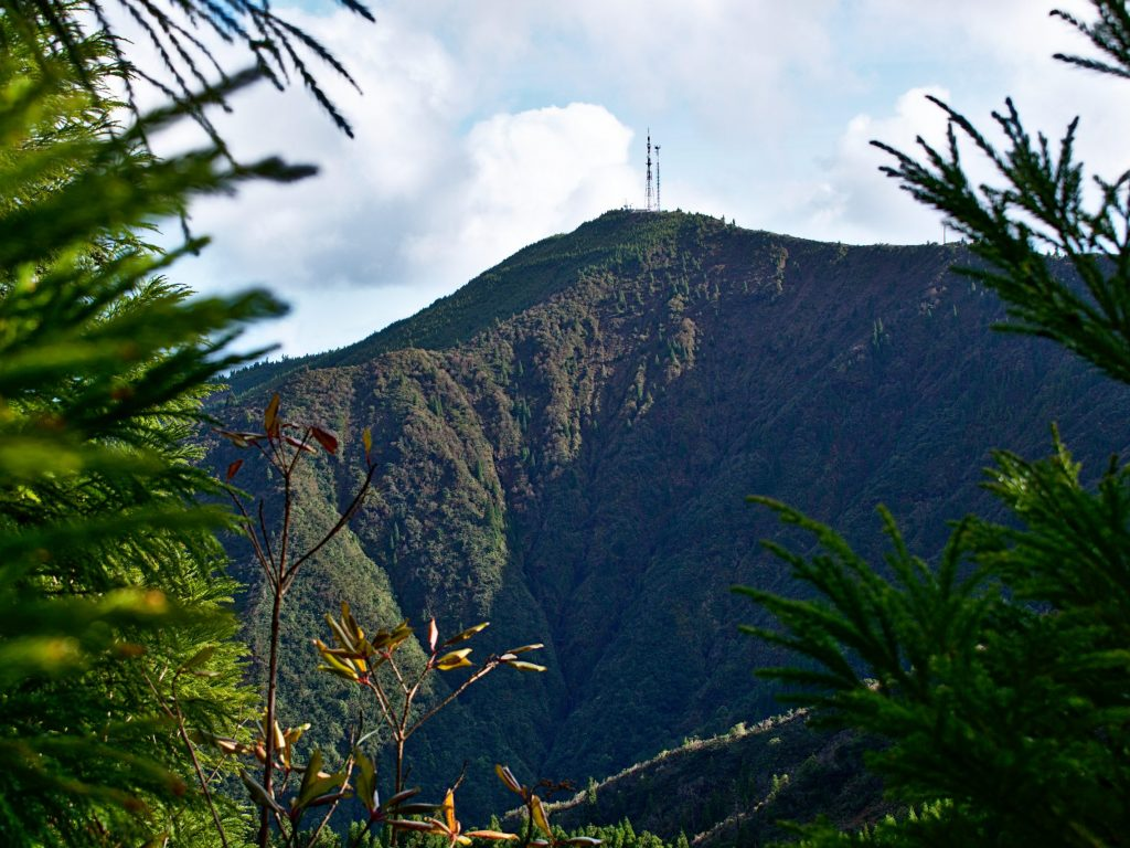 Pico Bartolomeu seen from the path to the Miradouro do Pico Bartolomeu.