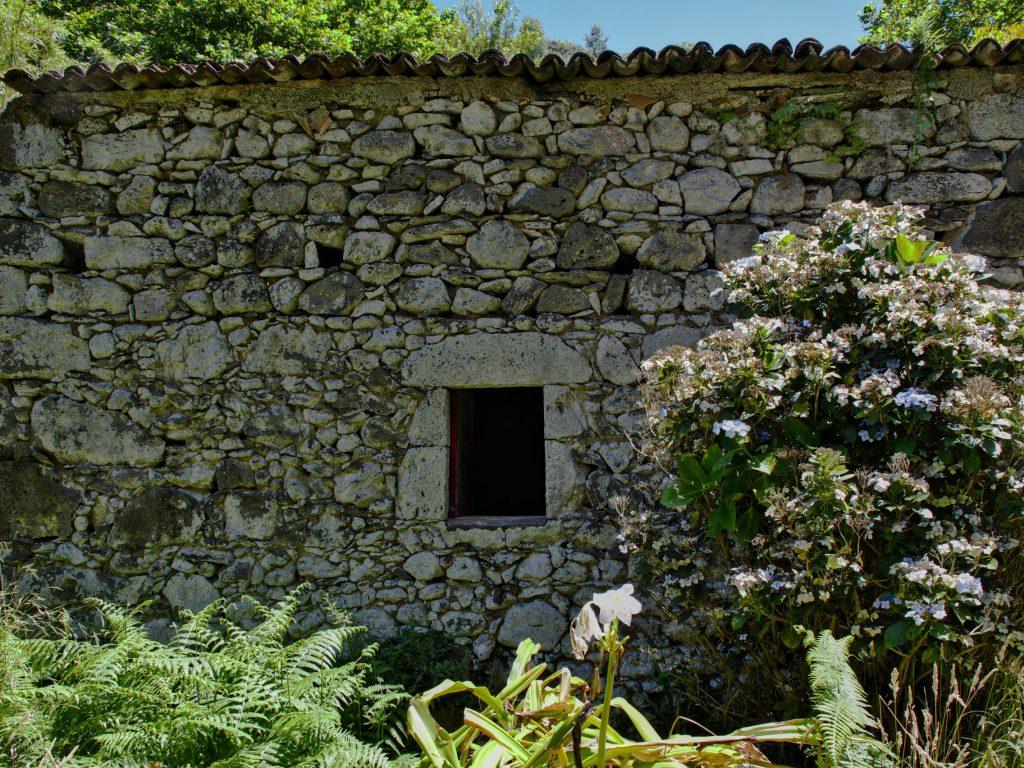 Moinhos da Ribeira Funda - a pretty well-preserved building