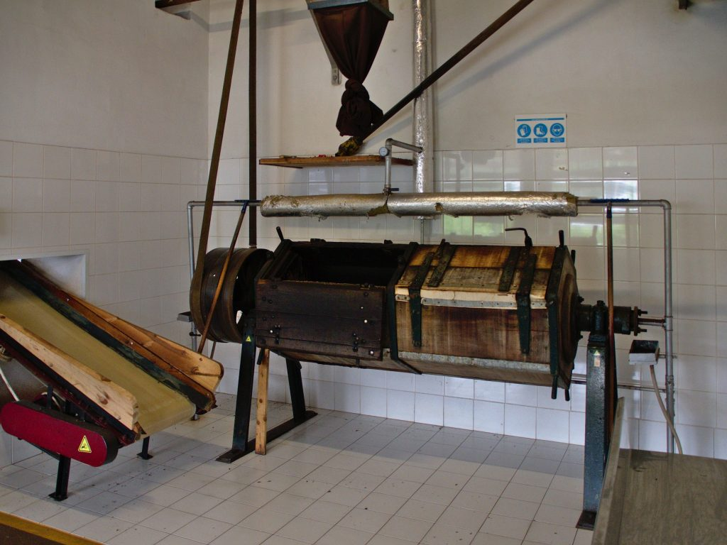 Machines at the tea factory at Chá Gorreana