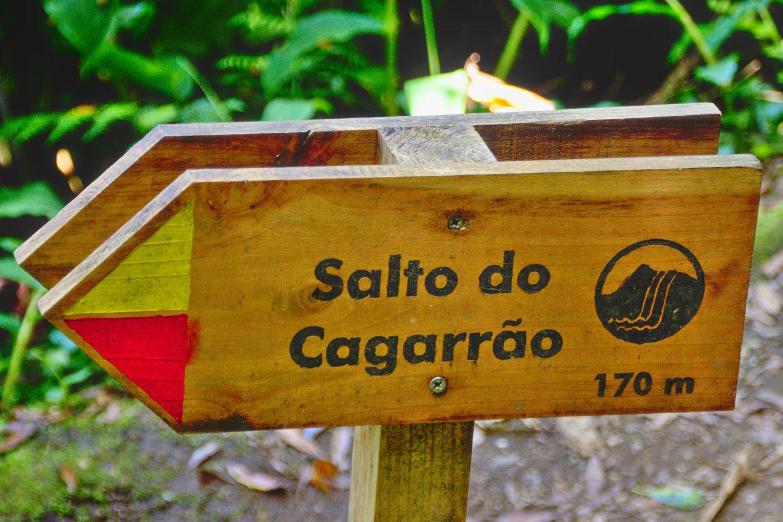 Sign showing the way to the Salto do Cagarrão